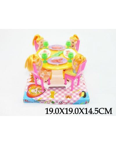 Мебель 10435 (1113553) 4 куколки,с посудой,под слюдой 19*19*15см
